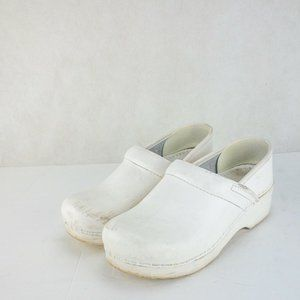 Dansko Womens White Comfy Clog Closed Toe Shoes 7